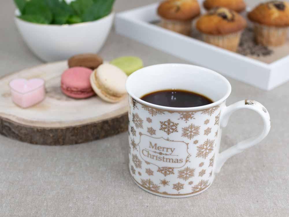 Cana de cafea si ceai din portelan Christmas 350ml ecru imagine 2021 insignis.ro