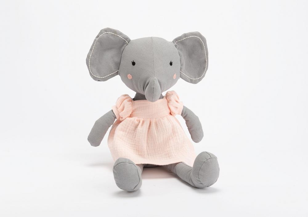 Plus elefantica Lilian imagine 2021 insignis.ro