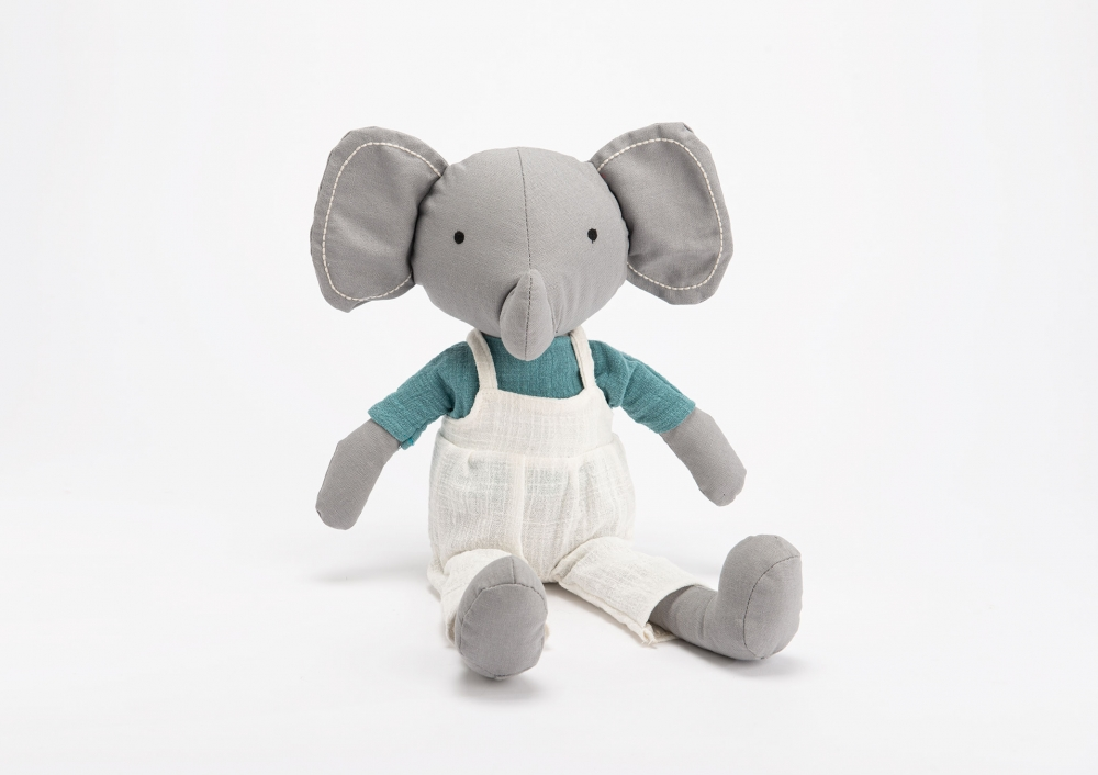 Plus elefantelul Lilian imagine 2021 insignis.ro